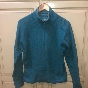 Mountain hardware sweater